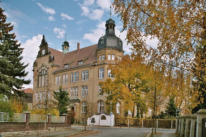 Geschwister- Scholl- Gymnasium Zeitz: http://www.bildung-lsa.de/archiv/transfer21/schulen/zeitz.htm