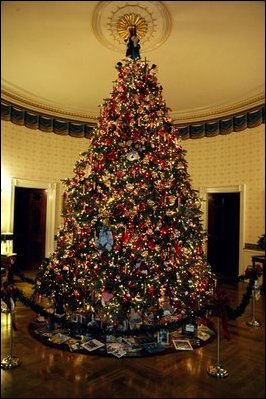 2003_Blue_Room_Christmas_tree.jpg
